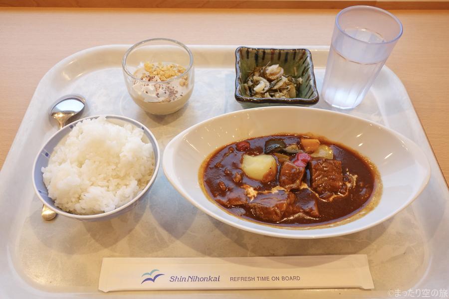 新日本海フェリー特製のビーフシチューの夕食
