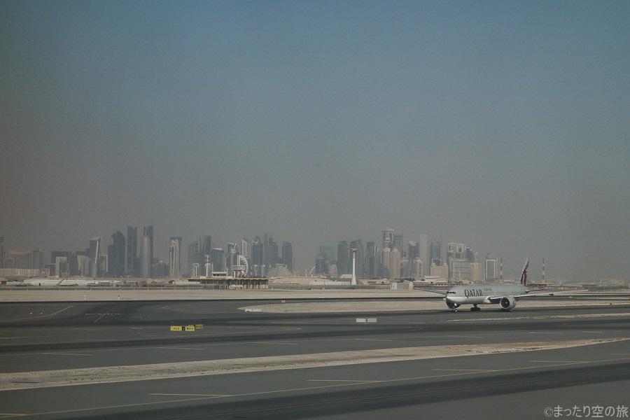ハマド国際空港から見えたドーハ市街地