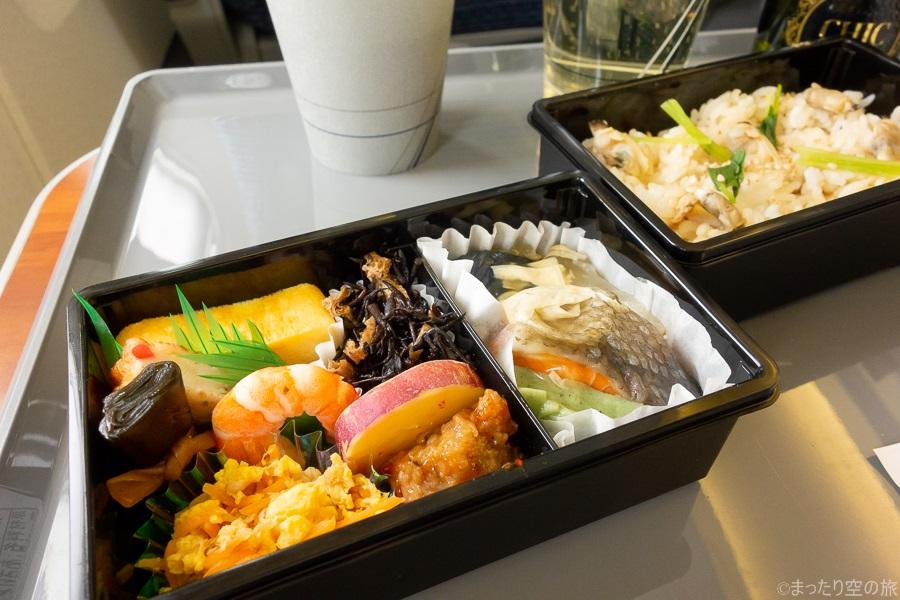 機内食の主食の拡大画像