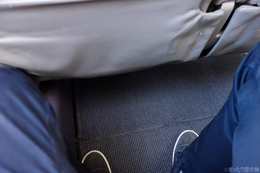 座席下のスペース