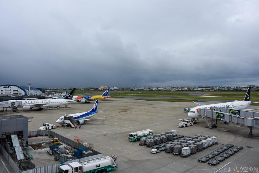 スターアライアンス塗装のB777が並ぶ伊丹空港