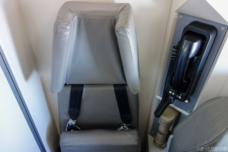 機体最後部のCAさん用のジャンプシート