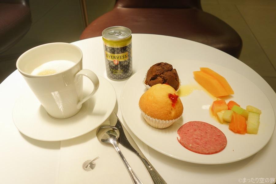 カタール航空ラウンジでの食事