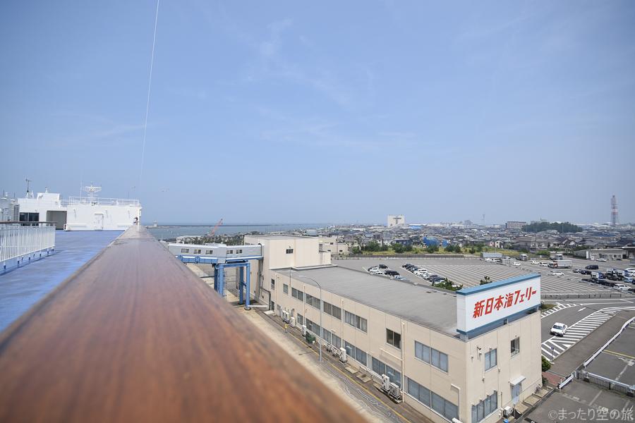 船から眺める新潟港