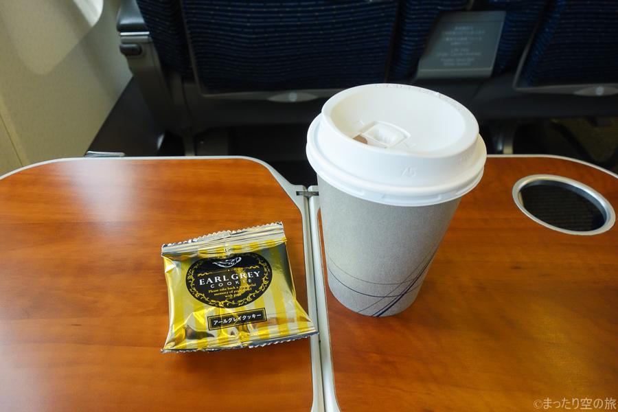 紅茶とアールグレイクッキーの茶菓子