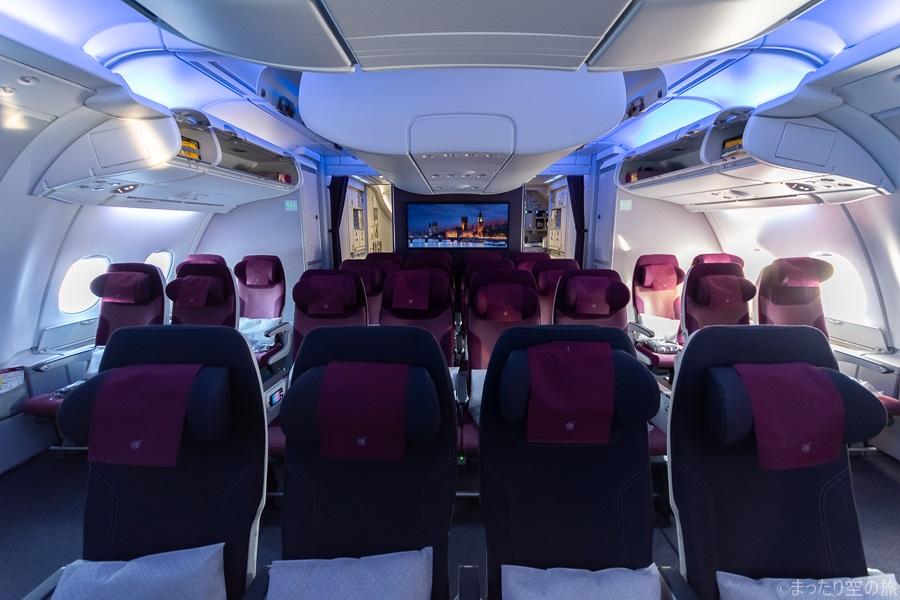 2階席エコノミークラスの機内全景