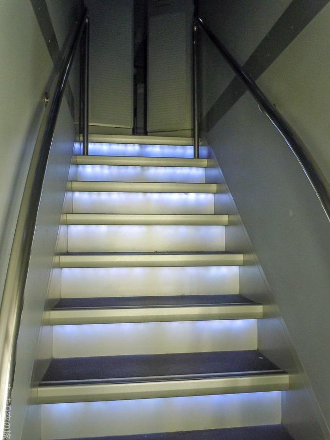 地下トイレへの階段