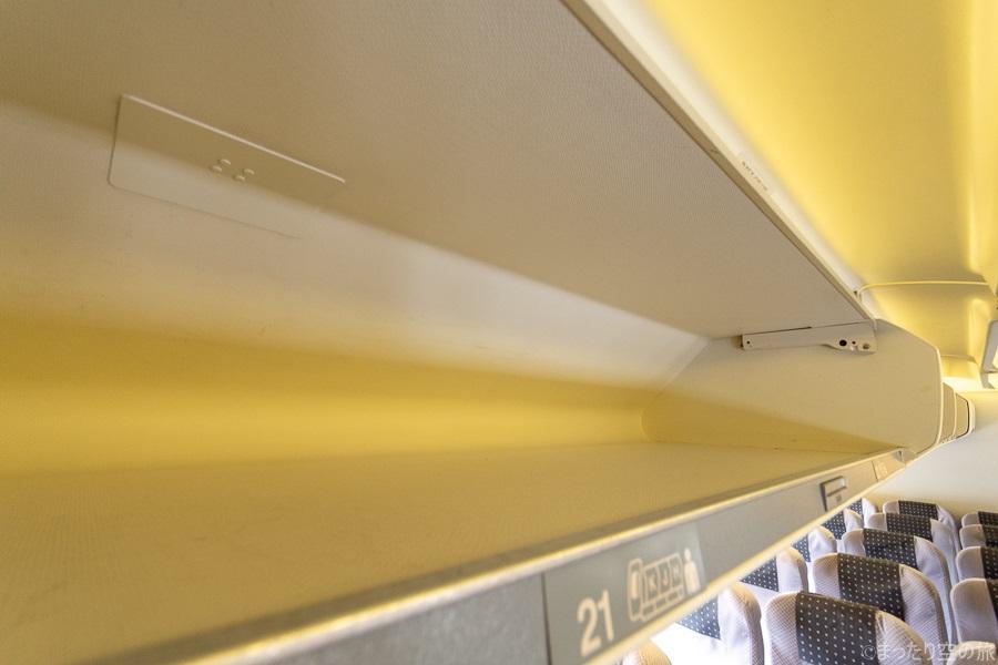 小さい収納容量の荷物棚