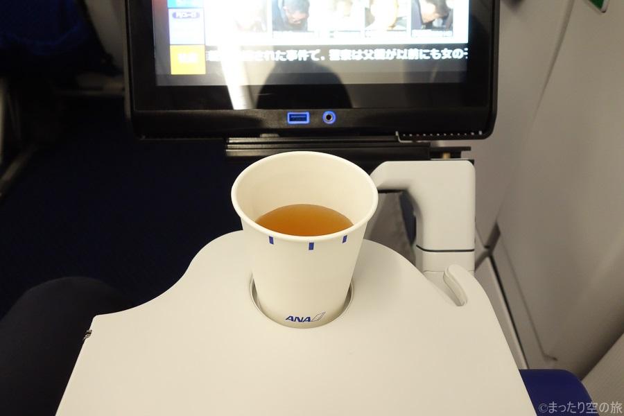 機内サービスのビーフコンソメスープ