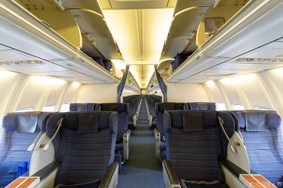 B737-700の機内全景