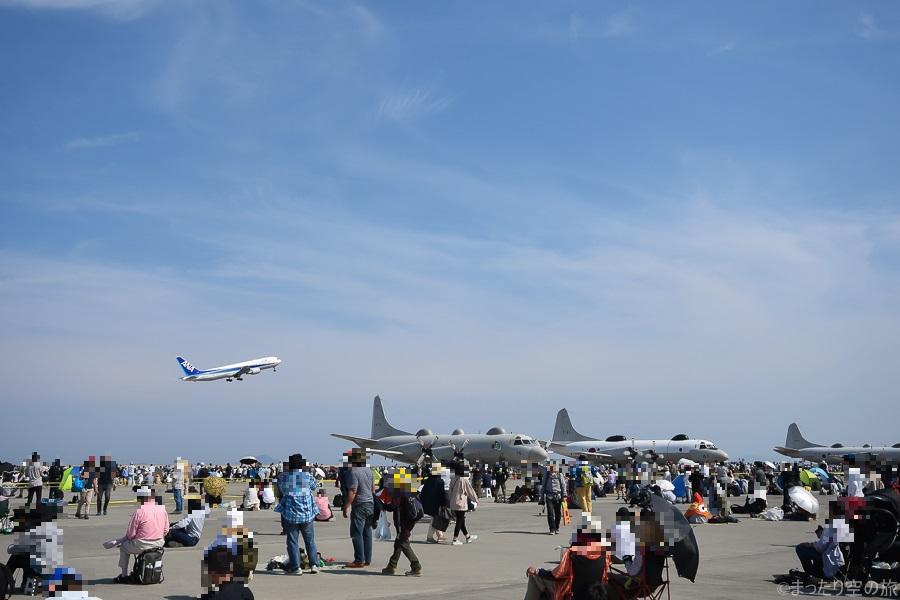 岩国フレンドシップデーの最中に離陸するANA機