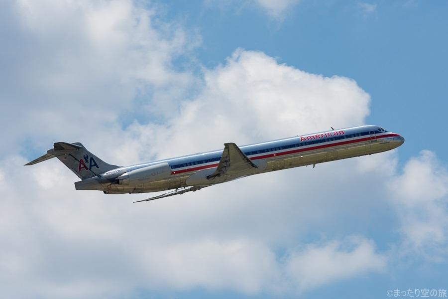 離陸するダラスから搭乗してきた搭乗機