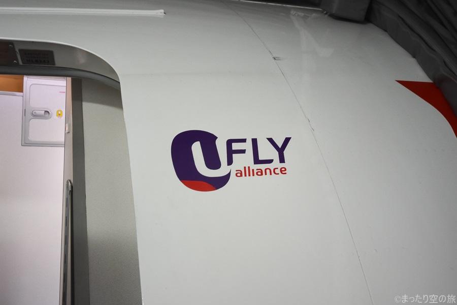 ドア近くにペイントされたUFLY allianceのマーク