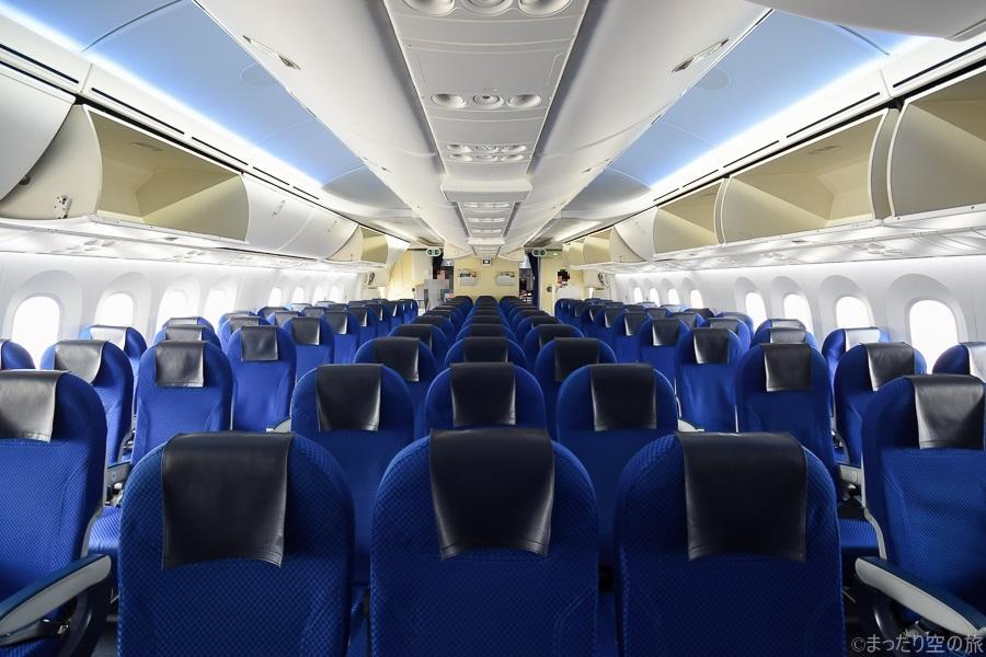 B787-8型機の機内の様子
