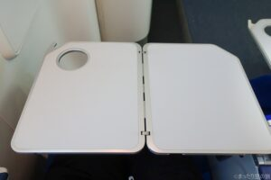 非常口座席のテーブル
