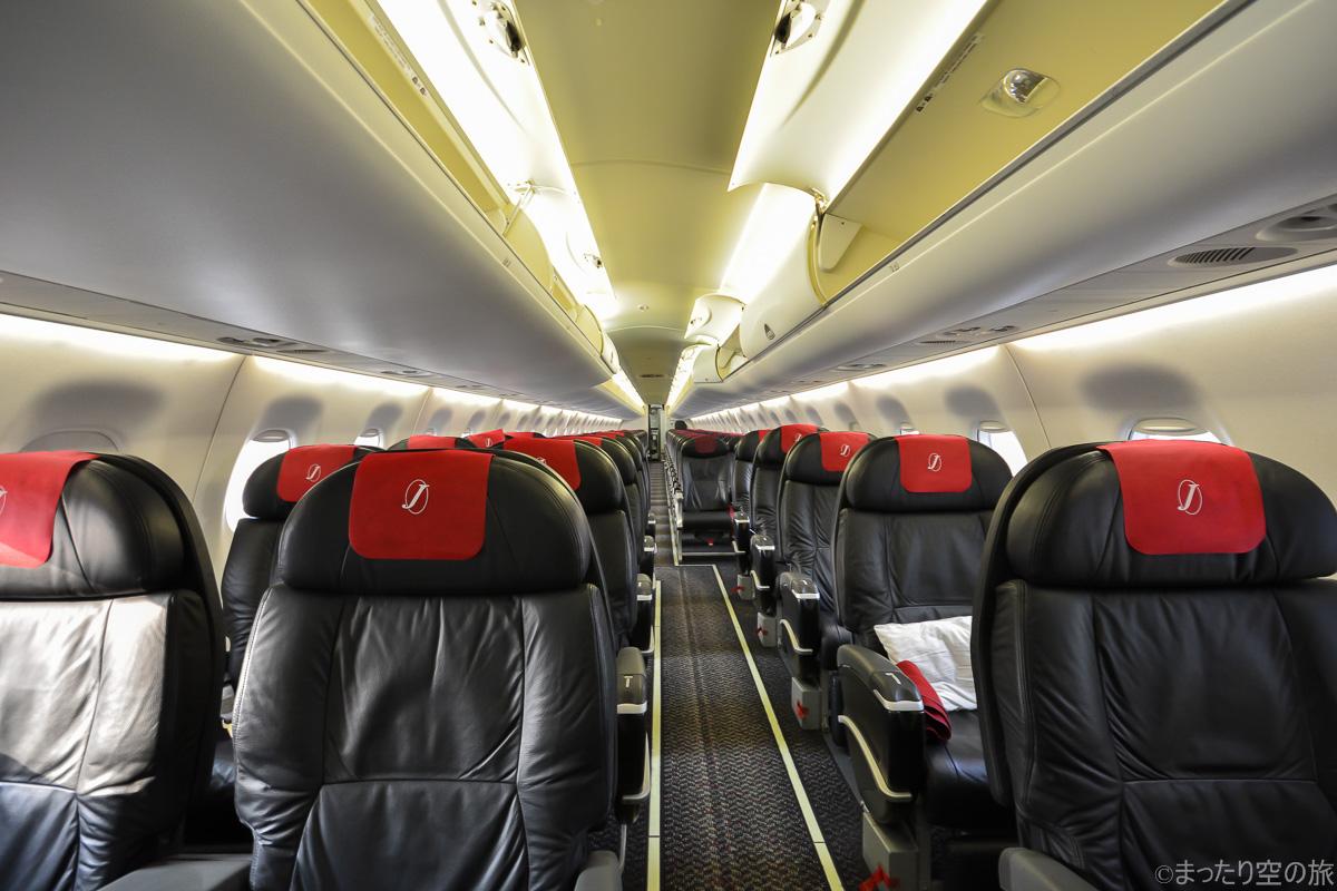 E190の機内の全景
