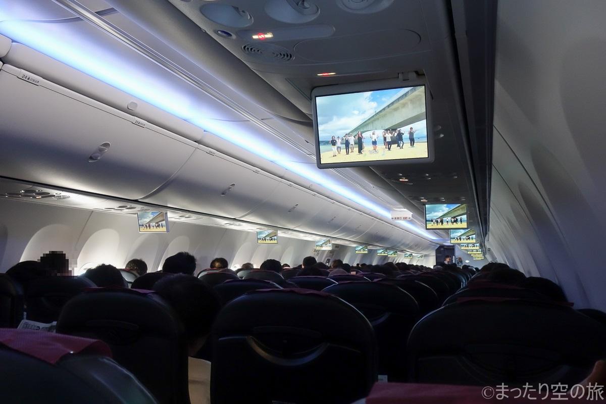水平飛行中の機内の様子
