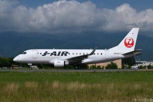 J-AIRのE170型機