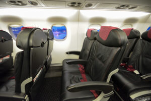 J-AIRのE170の座席