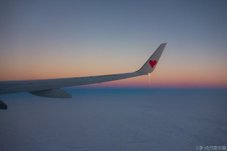 上空から眺める夕焼けの景色