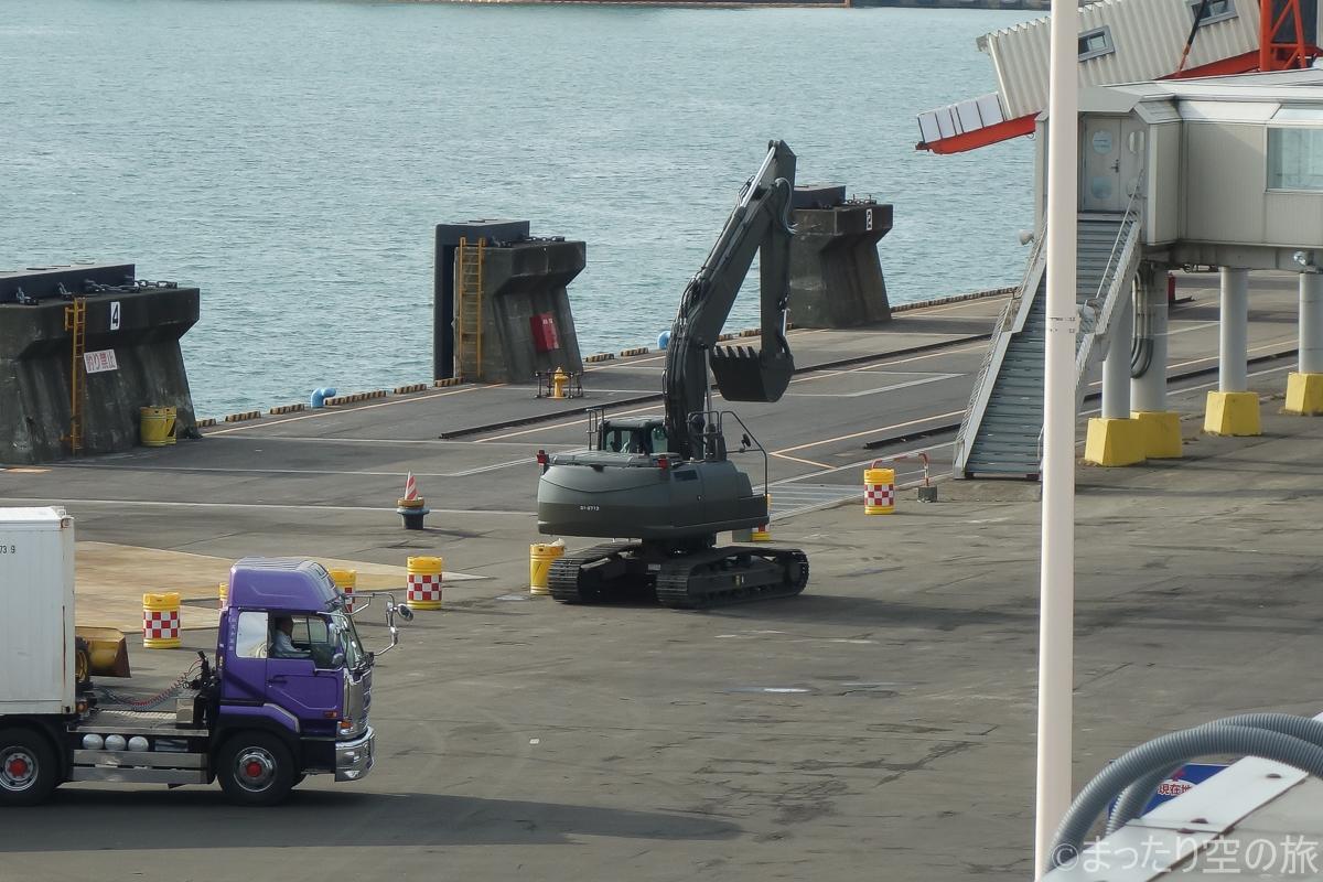 苫小牧港に居た自衛隊のショベルカー