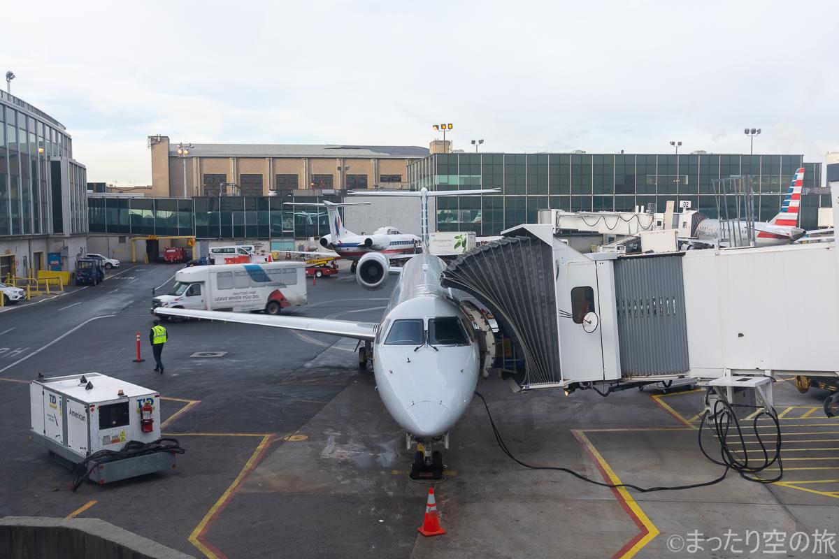 ラガーディア空港に駐機する搭乗機