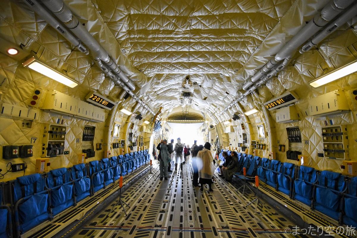 C-2の機内