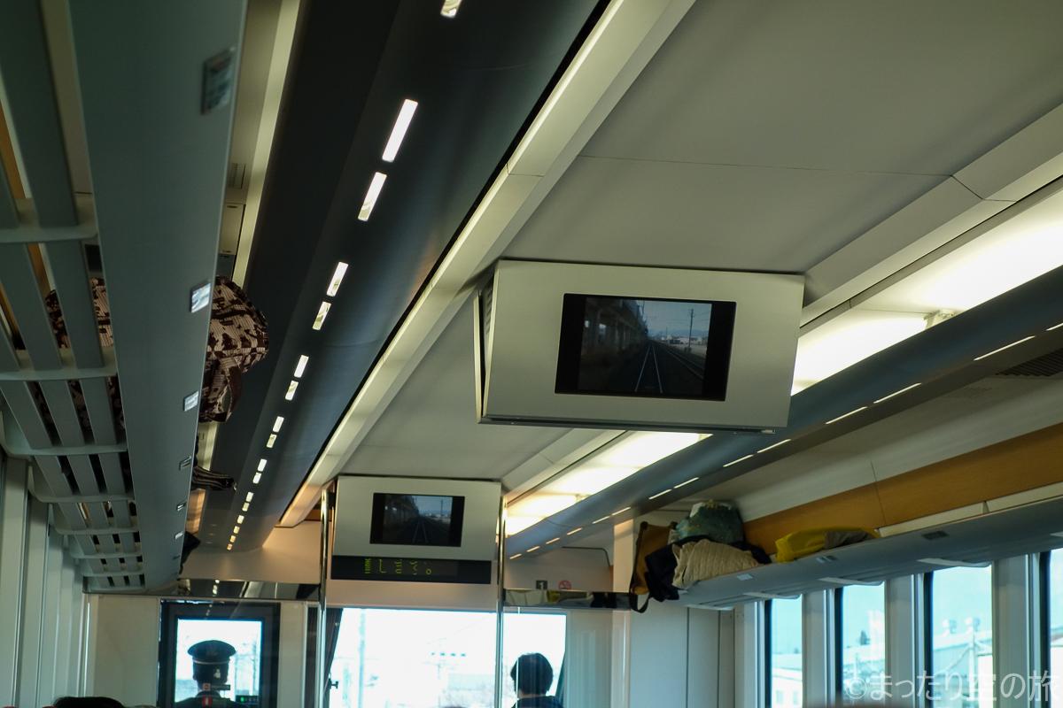 モニターに映し出されたライブ車窓映像