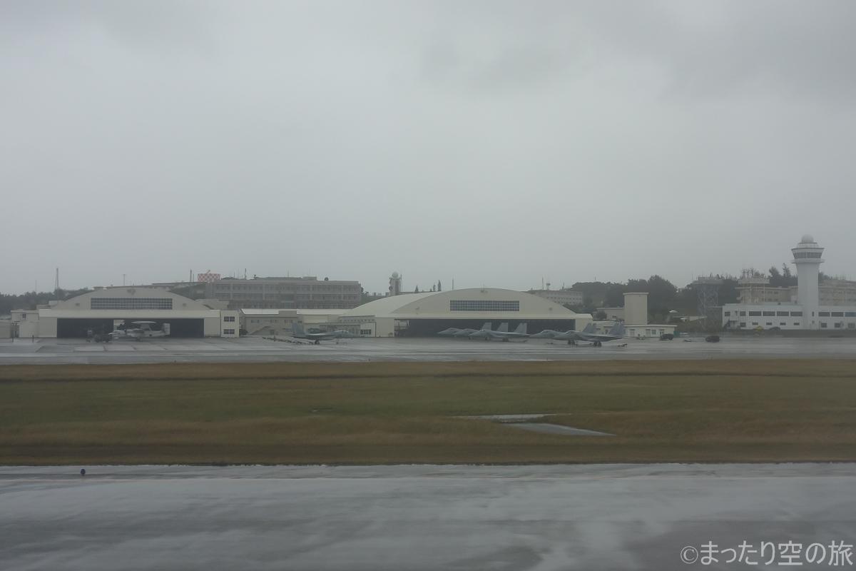 機内から見える那覇基地