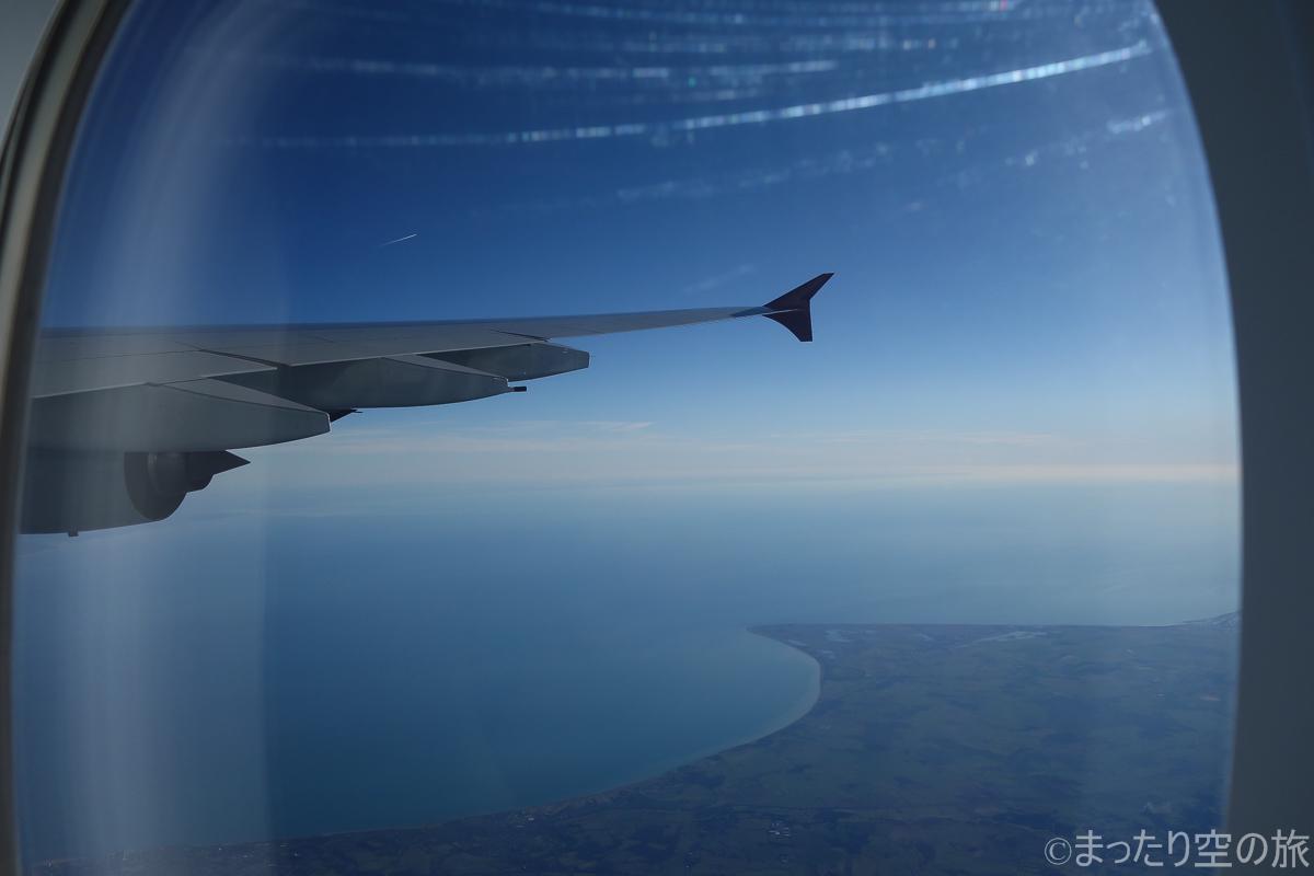 上空を飛行中の機体