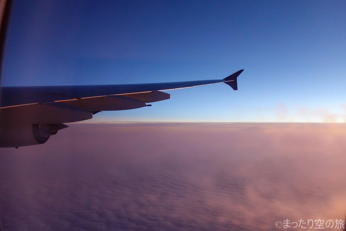 夕暮れの上空の景色