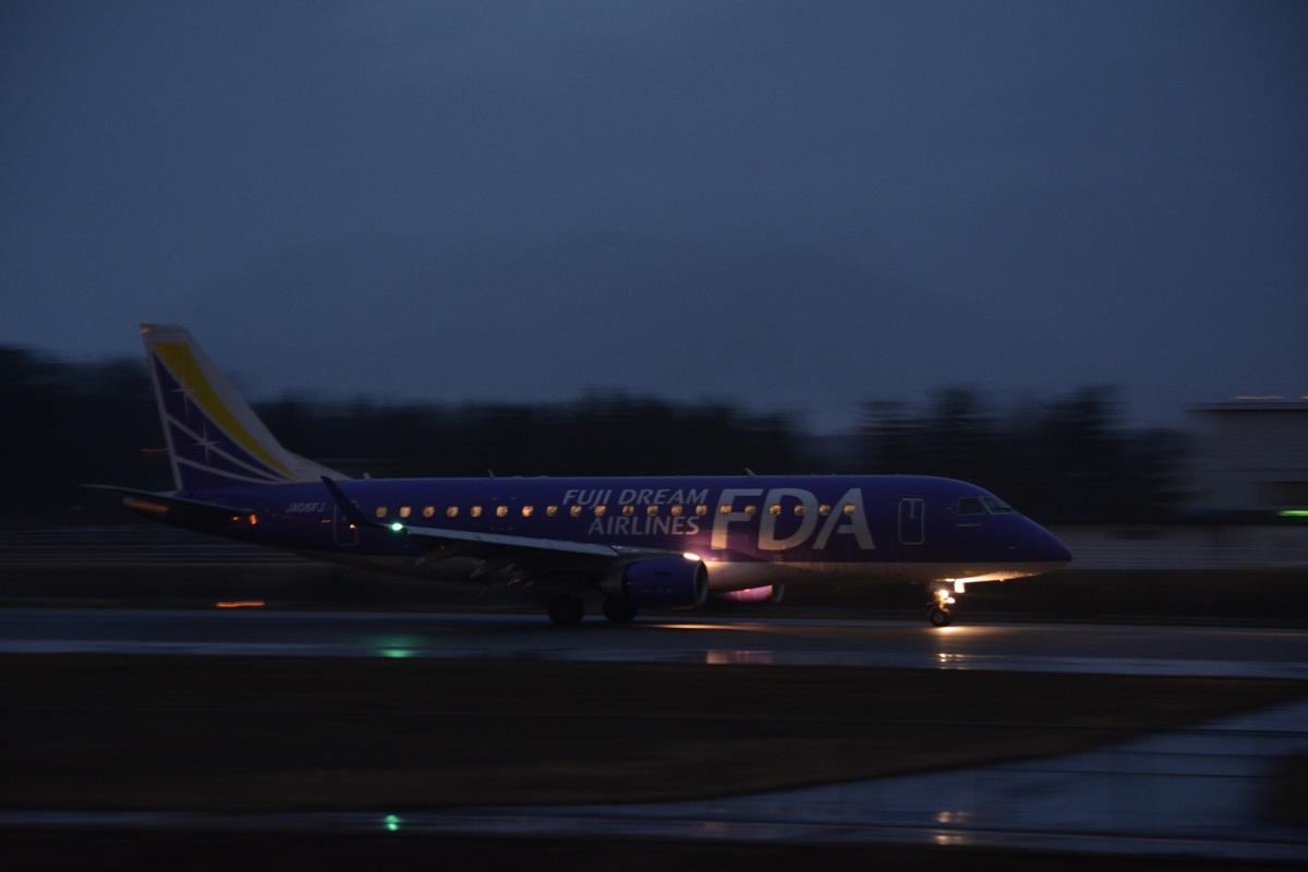 松本空港を出発するFDA