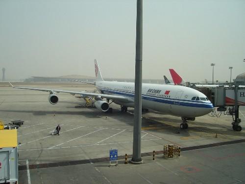 搭乗機の中国国際航空のA340-300型機(B-2387)