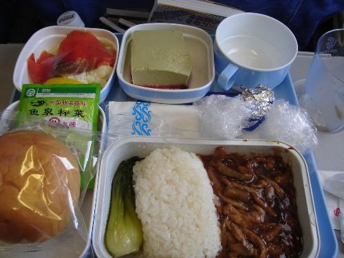 北京からパリ路線で提供された中国国際航空の機内食