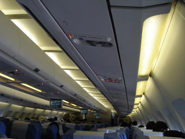 圧倒的に中国人客が多い中国国際航空の機内