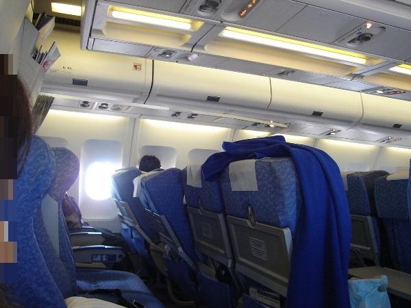 中国国際航空のA340型機の分厚いシート