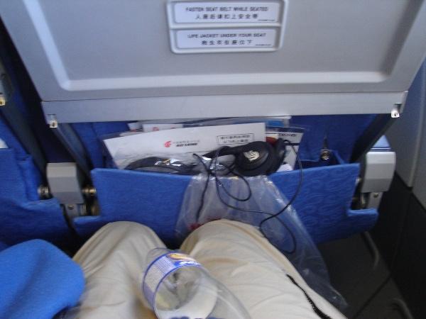 中国国際航空のA340型機の座席の足元の広さ