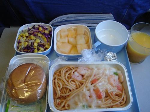北京からパリ路線で提供された中国国際航空の機内食(パスタ)