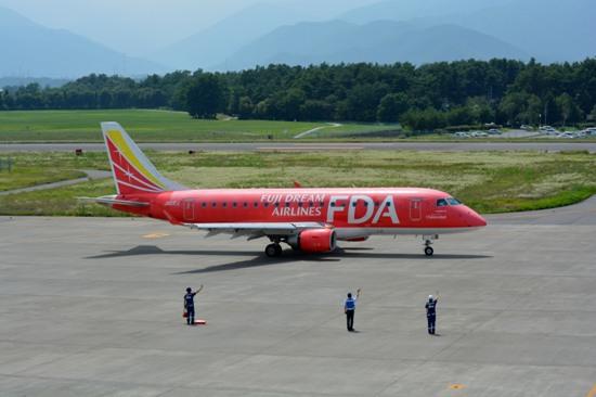 松本空港の展望デッキから見たFDA機出発時の様子