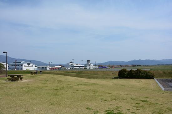 松本空港で最も有名な撮影スポットの丘