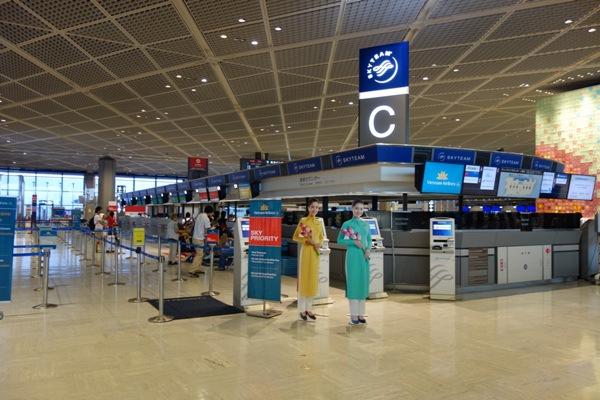 成田空港第一ターミナルのベトナム航空チェックインカウンター