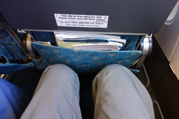 ベトナム航空A330型機の座席の足元の広さ
