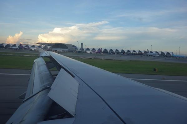バンコク着陸と同時に展開するスポイラー