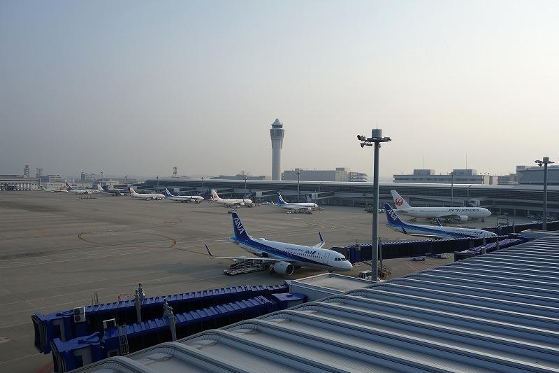 出発に備えて多くの機体が駐機するセントレアの早朝