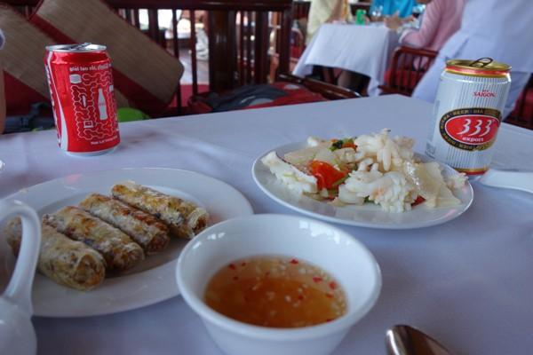 ハロン湾クルーズ船内で提供されたベトナム料理の昼食