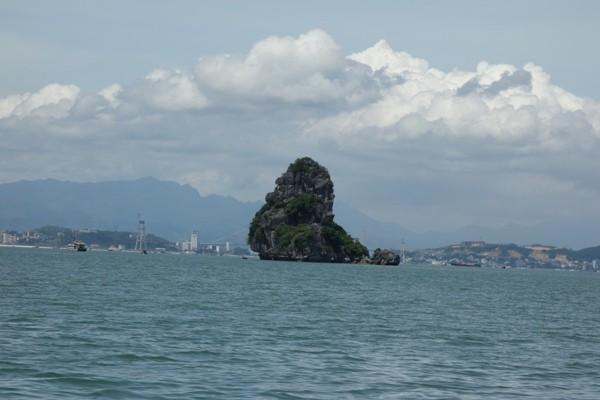 ハロン湾クルーズ名物のゴリラににた形のゴリラ岩