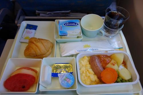 ベトナム航空の朝食の機内食(洋食)