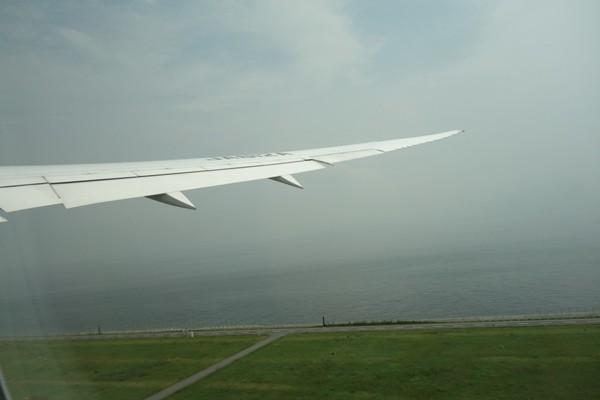 D滑走路離陸時の翼のしなり