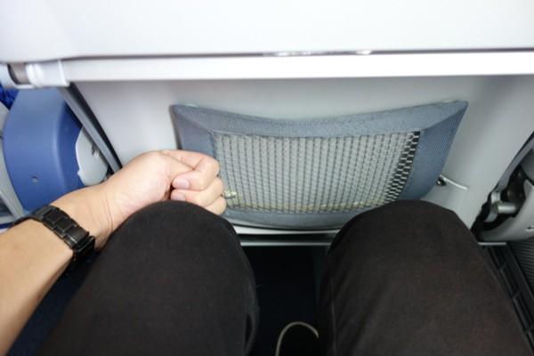 ANAのB787型機の座席の足元の広さ