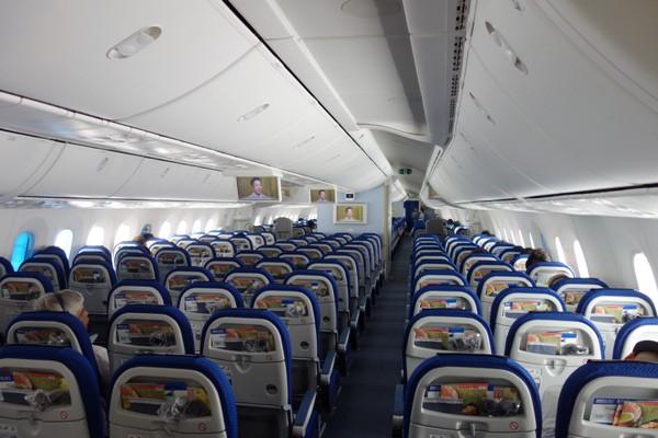 空席が目立つ機内